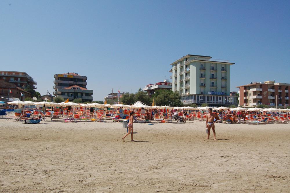Spiaggia hotel residenza giardino 3 stelle bellaria igea marina rimini - Bagno romano igea marina ...